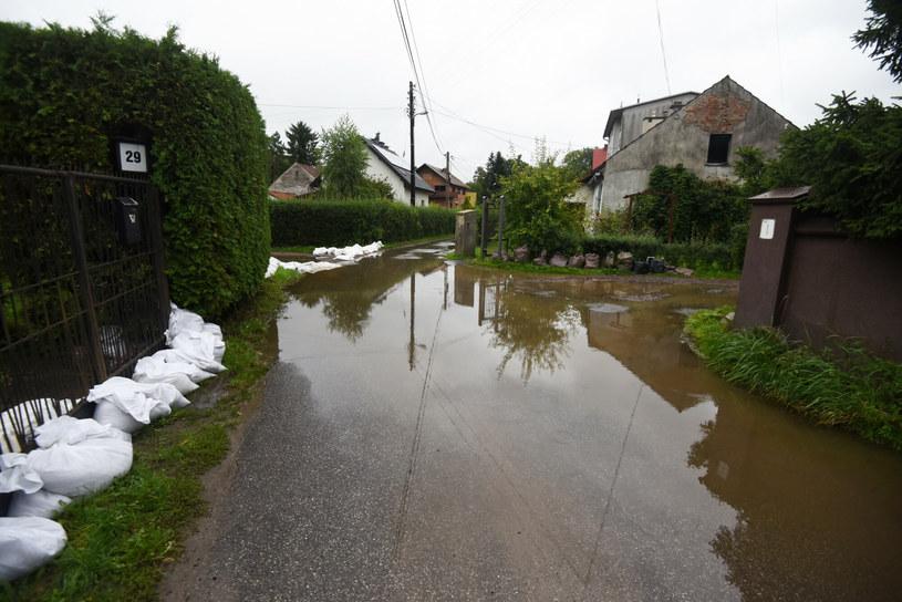 Bieżanów w Krakowie przygotowuje się na duże opady deszczu /Marek Lasyk  /Reporter