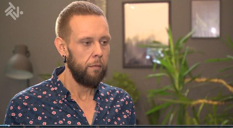 """Big Boy, czyli Mateusz Borkowski z programu """"Gogglebox. Przed telewizorem"""" po schudnięciu /TTV /materiały prasowe"""