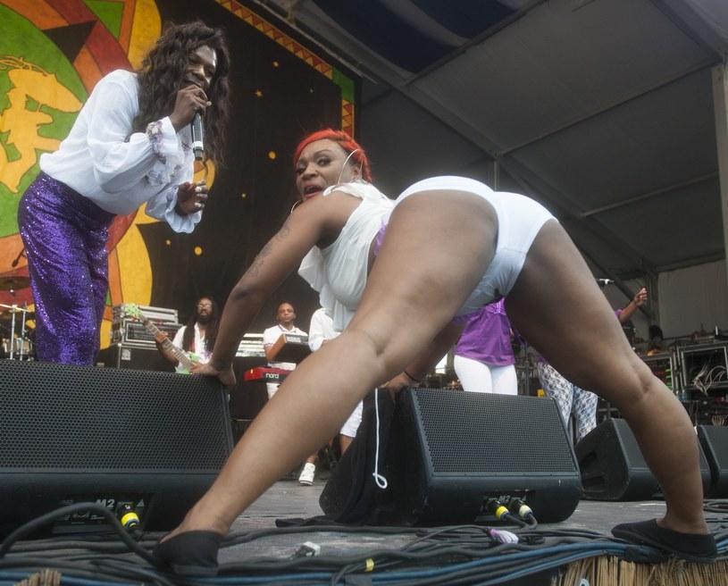 Big Freedia ze swoją tancerką podczas koncertu w Nowym Orleanie. To samo działo się ostatniego dnia OFF-a w Katowicach /David Rae Morris / Polaris /East News