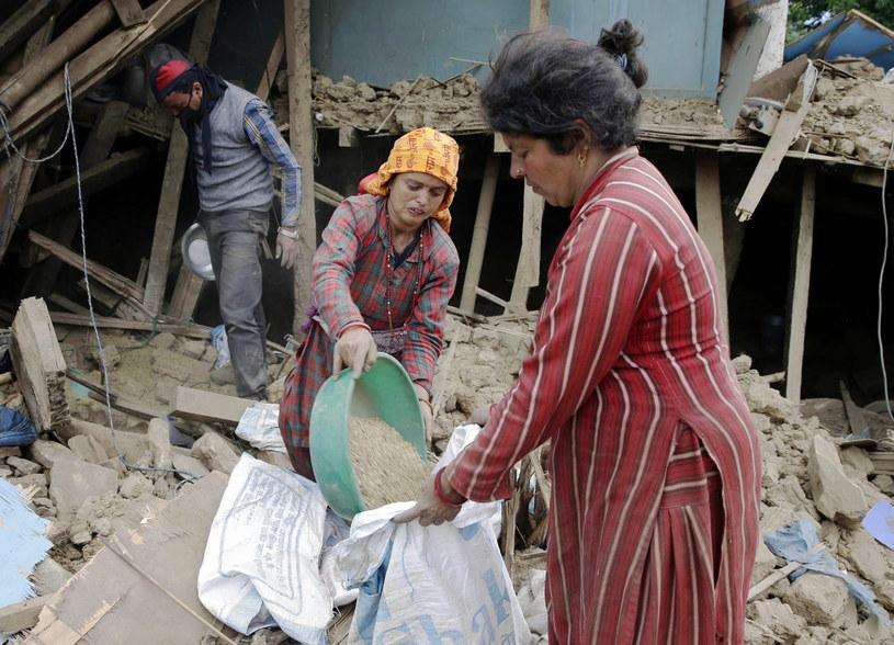 Bilans kataklizmu, który zdewastował Nepal, może sięgnąć nawet 5 tysięcy zabitych - ostrzegają eksperci /PAP/EPA