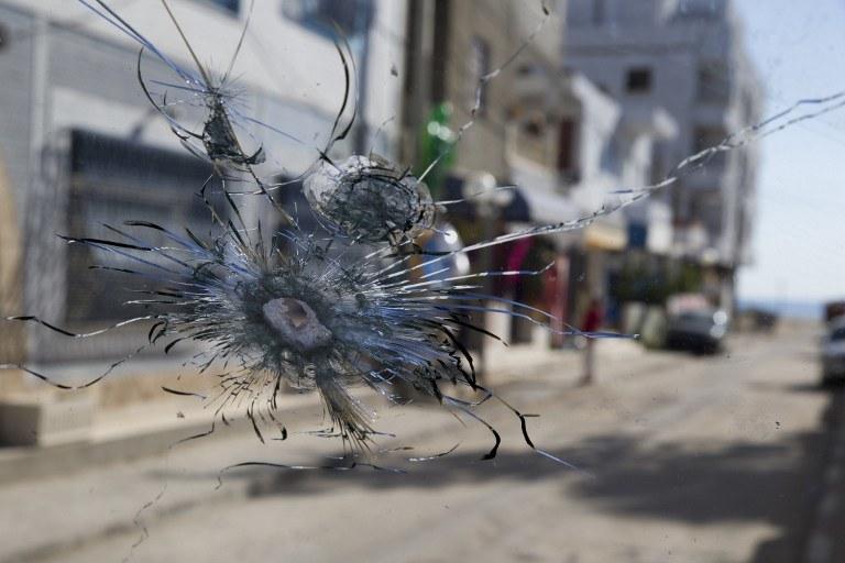 Bilans piątkowych zamachów jest tragiczny, zdj. z Tunezji /KENZO TRIBOUILLARD /AFP