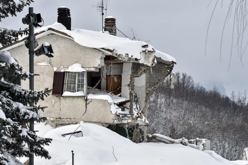 Bilans tragedii w Apeninach to pięciu zabitych, 11 uratowanych i 24 zaginionych /ANDREAS SOLARO /AFP