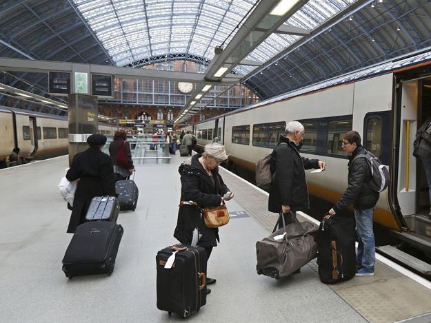 Bilety kolejowe od stycznia będą w Anglii i Walii droższe /AFP