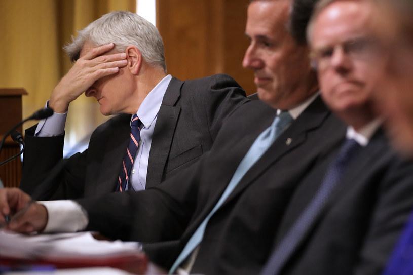 Bill Cassidy (z lewej) natrafił na poważne problemy z przeforsowaniem swojej ustawy /AFP