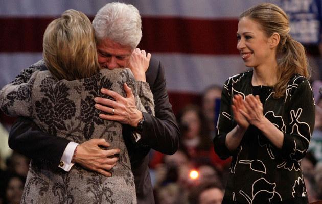 Bill Clinton z rodziną /Joe Raedle  /Getty Images