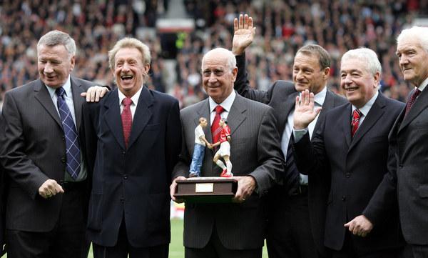 Bill Foulkes (pierwszy z prawej) /AFP