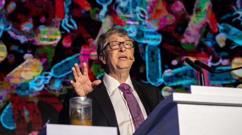 Bill Gates ostrzega przed COVID-19 w kolejnych miesiącach - początkowo przewidywał, że pandemia zakończy się w połowie tego roku /AFP