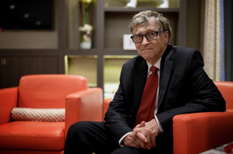 Bill Gates zainwestuje w fabryki produkujące szczepionkę na COVID-19 /AFP