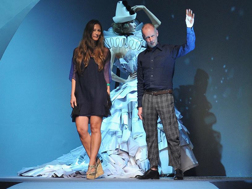 Bill Gaytten wraz ze swoją asystentką Susanną Venegas  /Getty Images/Flash Press Media