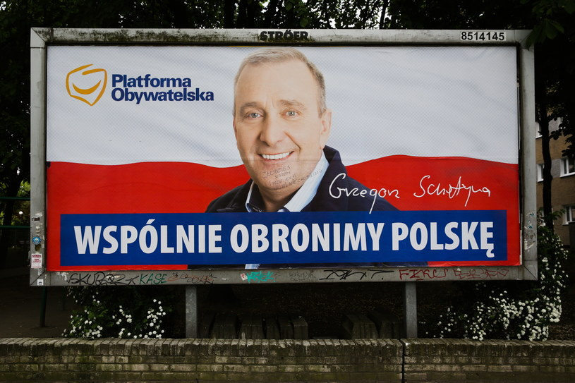 Billboard Platformy Obywatelskiej z wizerunkiem przewodniczącego partii /Rafał Guz /PAP