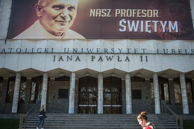 Billboard z Janem Pawłem II na fasadzie Katolickiego Uniwersytetu Lubelskiego /Wojciech Pacewicz /PAP