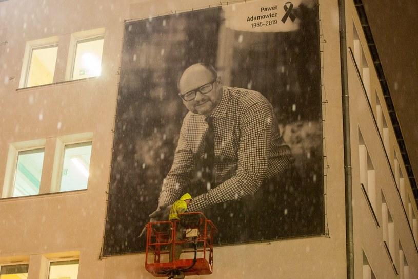 Billboard ze zdjęciem Pawła Adamowicza /Piotr Hukalo /East News
