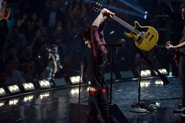 Billie Joe Armstrong w trakcie feralnego występu fot. Michael Kovac /Getty Images/Flash Press Media