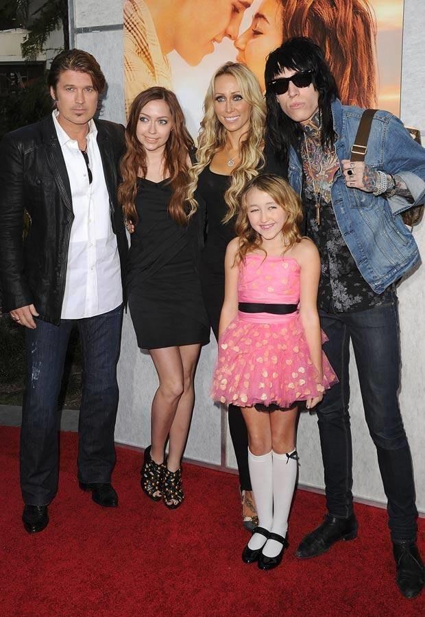 Billy Ray i Tish Cyrus z dziećmi, Trace'em, Brandi i Noah, fot. Jason Merritt  /Getty Images/Flash Press Media