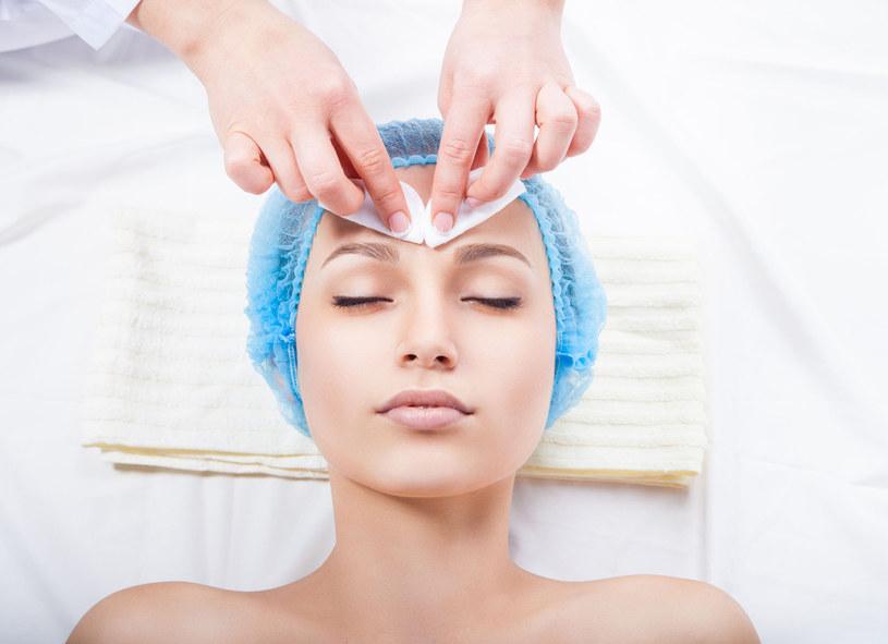 Bioabsorbowalne nici umożliwiają lifting twarzy i ciała bez stosowania tradycyjnych operacji chirurgicznych /Picsel /123RF/PICSEL