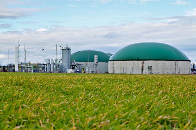 Biogaz można stosować jako paliwo oraz nośnik lub magazyn energii w sektorach takich jak przemysł, transport czy energetyka. /123RF/PICSEL