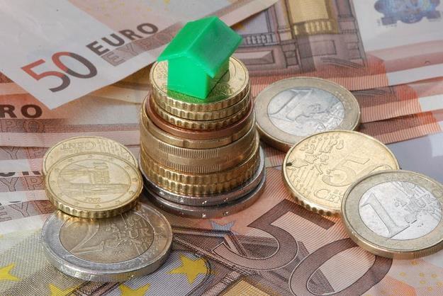 Biorąc kredyt hipoteczny wiążemy się z bankiem na kilkadziesiąt lat  Czytaj wiÄ?cej na http://biznes /© Panthermedia