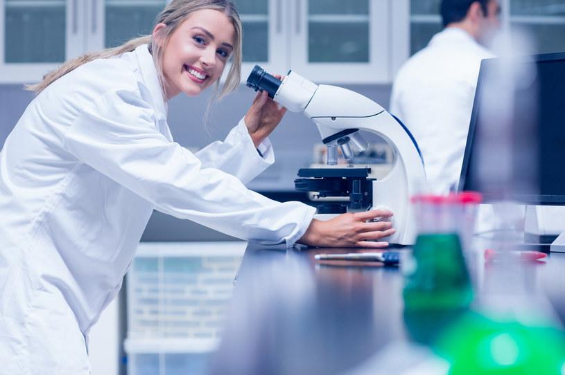 Biotechnologii? To zupełnie poprawna nazwa zawodu /123RF/PICSEL