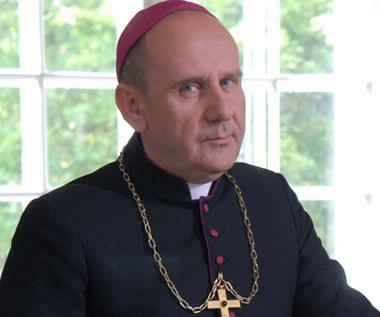 Biskup, gangster, budowlaniec