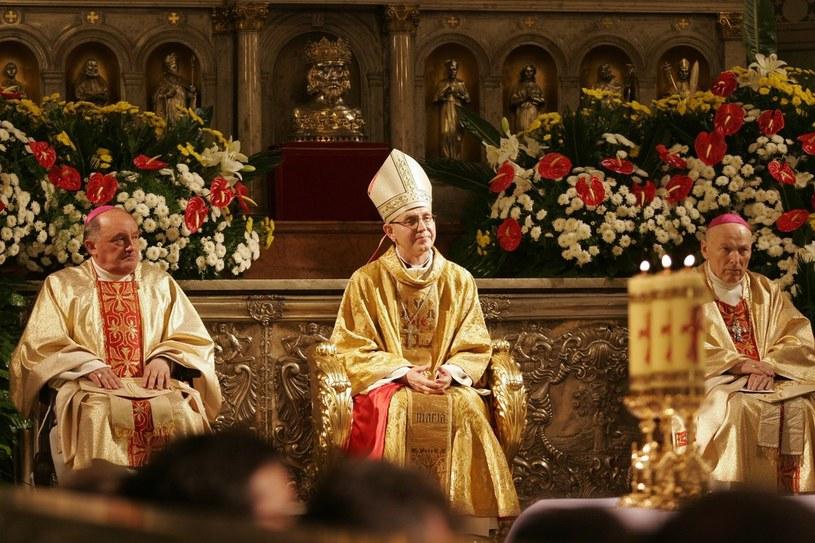 Biskup Piotr Libera (C) /Paweł Kubicki /Reporter