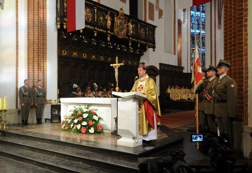 Biskup polowy Wojska Polskiego Józef Guzdek podczas mszy świętej za Ojczyznę /Grzegorz Jakubowski /PAP