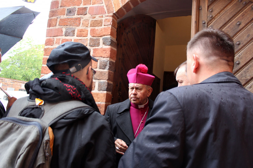 Biskup Stanisław Napierała w katedrze w Kaliszu /Tomek Michalak/REPORTER /Reporter