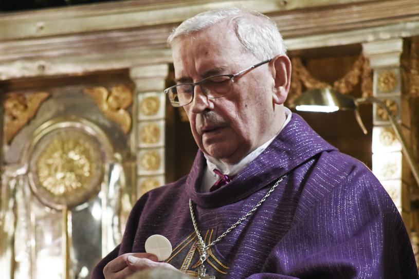 Biskup Tadeusz Pieronek podczas mszy świętej w katedrze wawelskiej, marzec 2018 /Fot. Marek Lasyk/REPORTER /East News