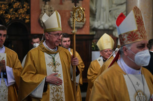 Biskupi zawierzyli naród Najświętszemu Sercu Pana Jezusa