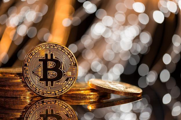 Bitcoin niby w dołku, ale w rok dawał 50 proc. zysku /©123RF/PICSEL