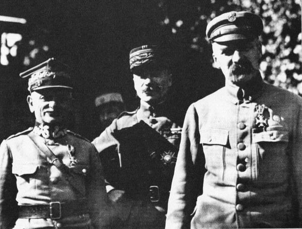 Gen. Leonard Skierski, gen. Paul Henrys i Józef Piłsudski. Przegląd Dywizji Grupy Uderzeniowej w Dęblinie, sierpień 1920