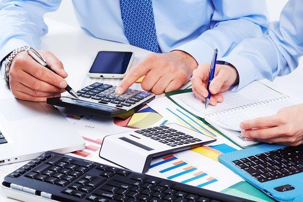 Biura maklerskie kuszą inwestorów /©123RF/PICSEL