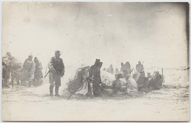 Biwak w zamieci, Karpaty Wschodnie (zima 1914-15) /Stanisław Janowski /Muzeum Historii Fotografii w Krakowie