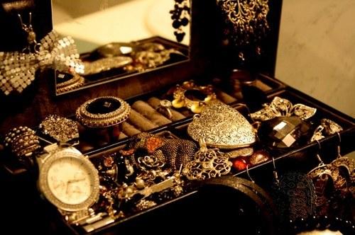 biżuteria w podróży /© Photogenica