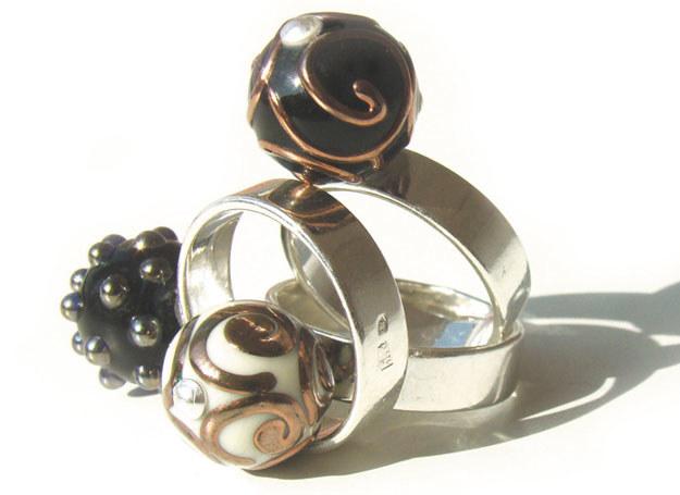 biżuteria z naturalnych materiałów z coraz większym powodzeniem wkracza na salony / fot. KoKoBi /Magazyn Wesele