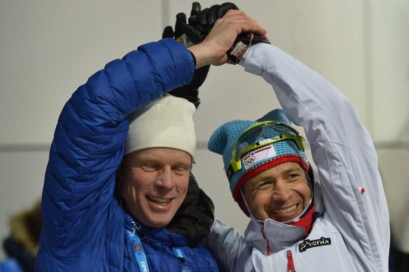 Bjoern Daehlie (z lewej) i Ole Einar Bjoerndalen /AFP