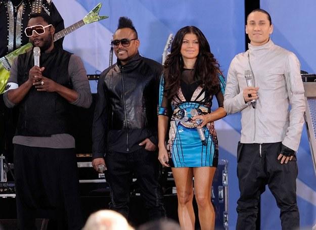 """Black Eyed Peas cieszą się z sukcesów płyty """"The E.N.D."""" - fot. Jemal Countess /Getty Images/Flash Press Media"""