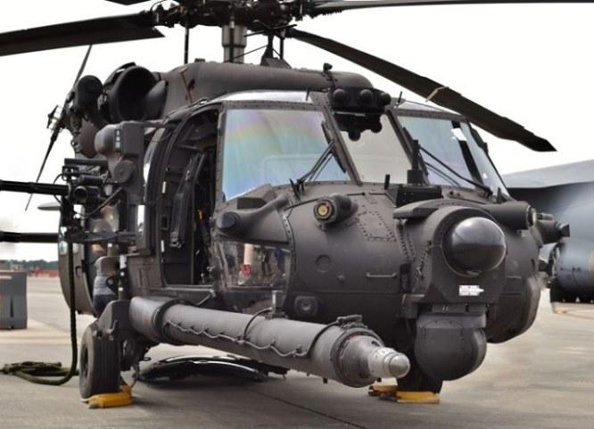 Black Hawk w pełnym wyposażeniu bojowym. Łatwo zauważyć, czego brakuje wersji, która trafiła do Polski... /East News