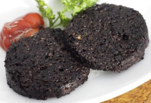 Black pudding, czyli Polska, swojska kaszanka - można ją znaleźć na każdym brytyjskim ruszcie /123RF/PICSEL
