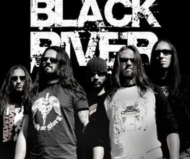 Black River debiutuje