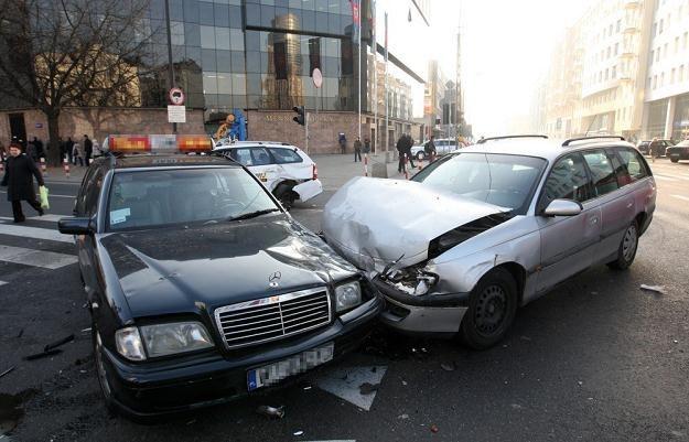 Błąd na skrzyżowaniu kończy się często właśnie tak / Fot: Stanisław Kowalczuk /East News