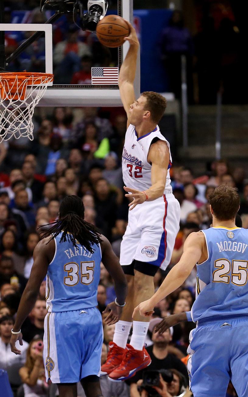 Blake Griffin w efektownej akcji na kosz Denver Nuggets /Stephen Dunn /Getty Images