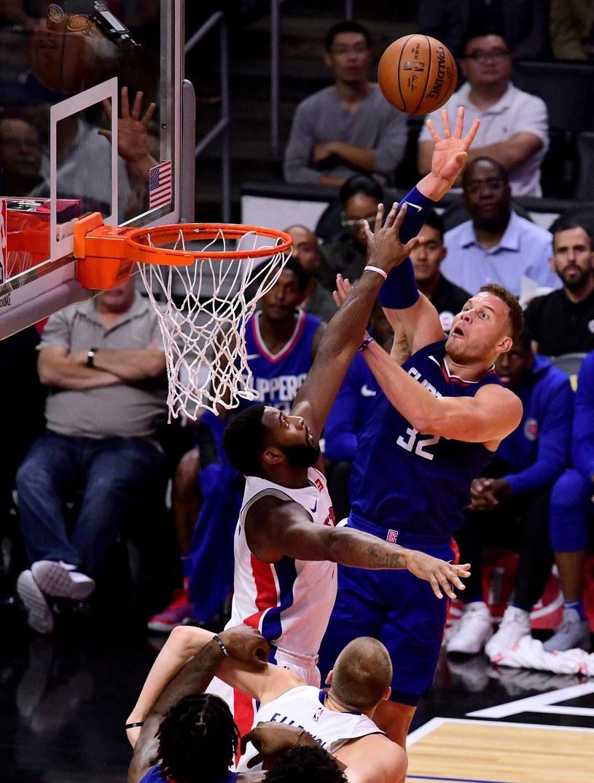Blake Griffin z LA Clippers i Andre Drummond (z lewej) z Detroit Pistons /AFP