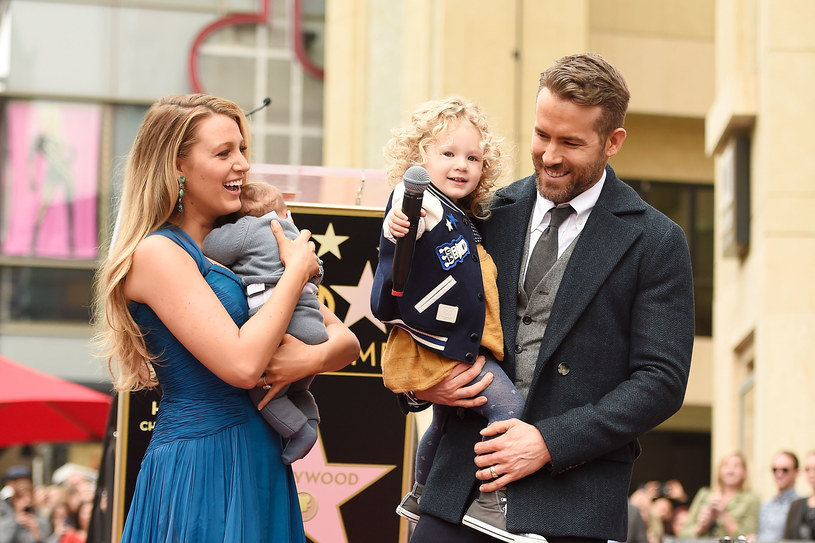 Blake Lively i Ryan Reynolds z córkami /Matt Winkelmeyer /Getty Images
