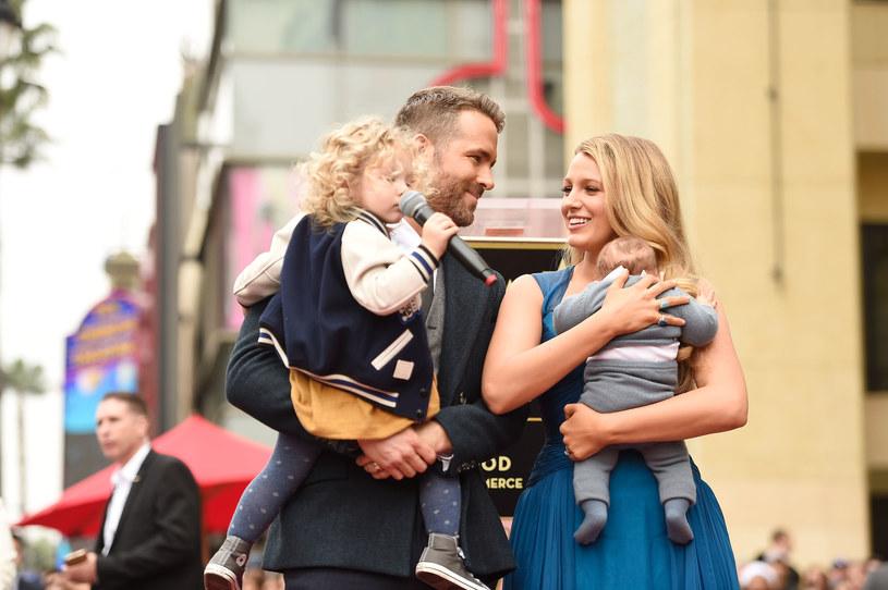 Blake Lively i Ryan Reynolds z dziećmi /Getty Images