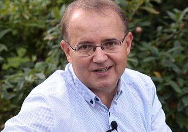 lekarz medycyny ze specjalizacją z chorób wewnętrznych i rehabilitacji medycznej. Pracuje w Centrum Ziołolecznictwa Ojca Grzegorza Sroki.