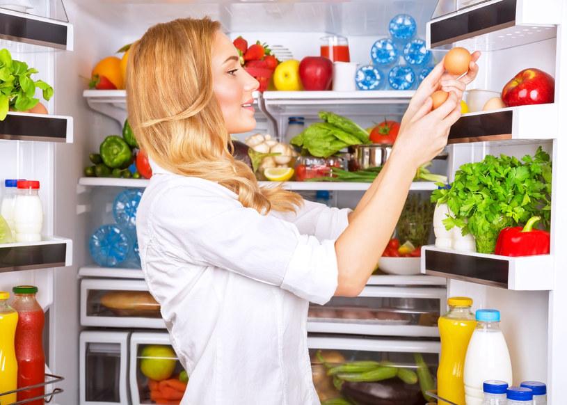 Błędem jest umieszczanie jedzenia w sposób przypadkowy! /123RF/PICSEL