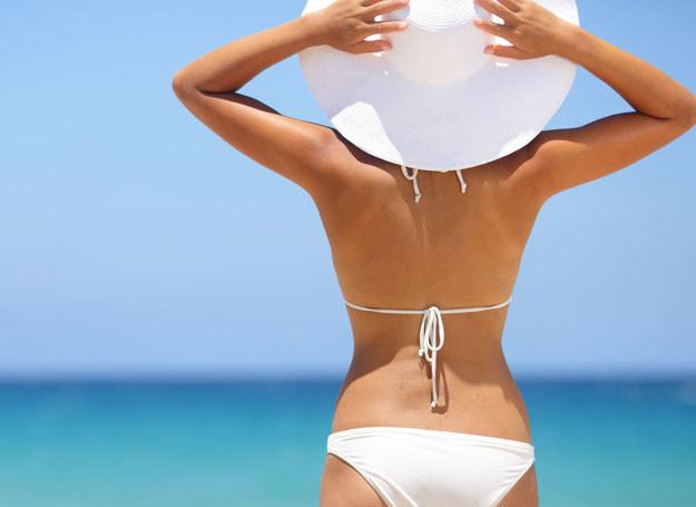 Błędem jest używanie kosmetyków z filtrem wyłącznie podczas opalania na plaży /123RF/PICSEL