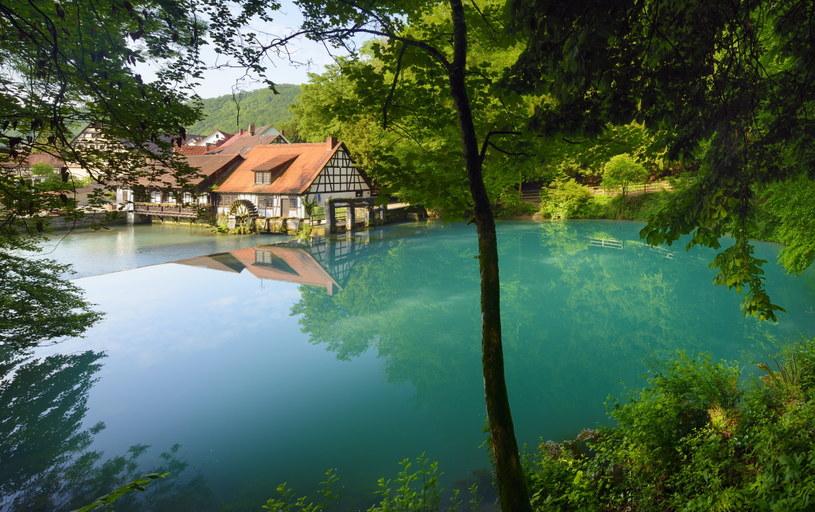 Błękitny kolor wody Blautopf zawdzięcza sporej ilości wapnia / fot. Francesco Carovillano/DZT /materiały promocyjne
