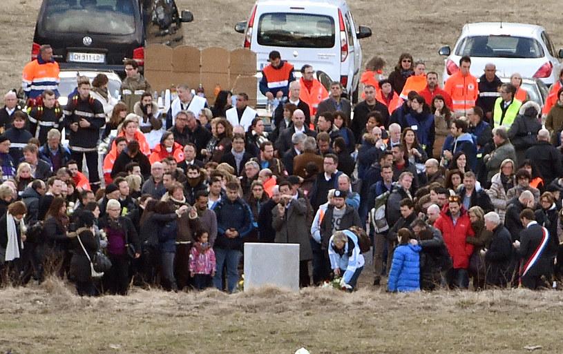 Bliscy ofiar na ceremoni żałobnej w Le Vernet /AFP