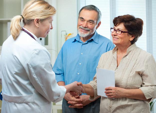 Bliska osoba może ci towarzyszyć u lekarza, jeśli tego chcesz /123RF/PICSEL